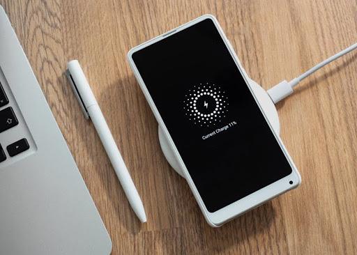 La carga inalámbrica, a fondo: qué es, cómo funciona, y móviles compatibles